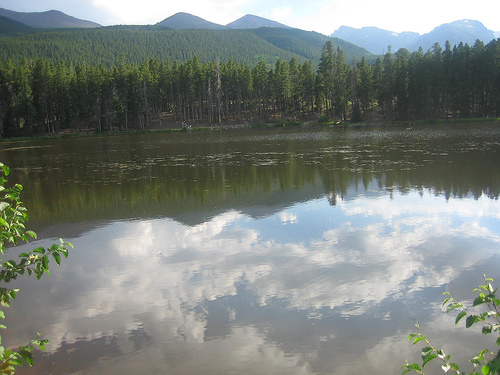A photograph of a lake in Estes Park, Colorado